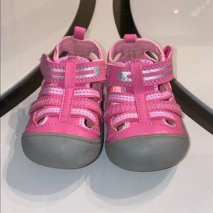OshKosh Girls Shoes Size 3 🎁🎁🎁